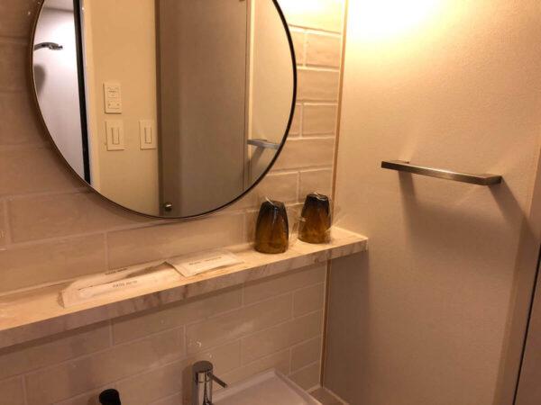 セックスの前にシャワーを浴びる女子大生